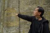撮影中の曽利文彦監督 (C)2017 荒川弘/SQUARE ENIX(C)2017 映画「鋼の錬金術師」製作委員会