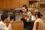 10月期・新水曜ドラマ『奥様は、取り扱い注意』に出演する銀粉蝶(中央) (C)日本テレビ