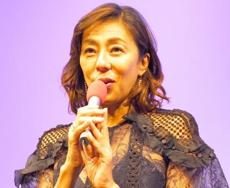 『アンチエイジングフェア2017 in 台場〜アシタ・キレイ・ゲンキ〜』のオープニングセレモニーに特別ゲストとして出席した(左から)RIKACO、