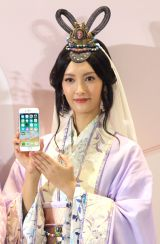 au SHINJUKUで行われた『iPhone 8』『iPhone 8 Plus』発売イベントに登壇した菜々緒(C)ORICON NewS inc.