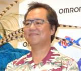 大手健康機器メーカー・オムロンヘルスケアのオフィス内でシークレットライブを開催したBEGIN・上地等(C)ORICON NewS inc.