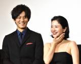 映画『ユリゴコロ』初日舞台あいさつに出席した松坂桃李(左)と吉高由里子