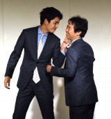 初漫才を披露した大野拓朗(左)と前野朋哉によるお笑いコンビ・潮干狩 (C)ORICON NewS inc.
