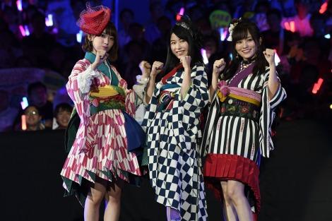 ユニット「はんたんねぇ」(左から)宮脇咲良、横山由依、山本彩(C)AKS