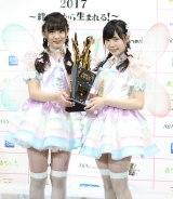 荒巻美咲と運上弘菜からなる2人組ユニット「fairy w!nk」の衣装は妖精の羽根つき  写真:estudio pepe 神田有希