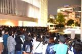 最終回を迎えた『SmaSTATION!!』の収録が行われているテレビ朝日の前に集まる大勢のファン (C)ORICON NewS inc.