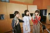「恋のはじまり」レコーディング風景写真(左から藤原さくら、家入レオ、大原櫻子)