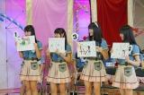 お絵かき対決では大谷映美里(右端)が優勝、高松瞳(右から2人目)が最下位に