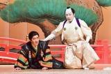 NHK『LIFE!〜人生に捧げるコント〜』(10月9日放送)に歌舞伎俳優の市川猿之助(右)が出演。内村光良扮する「夏木京介」(左)と共演(C)NHK