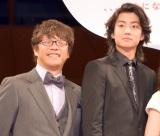 映画『先生! 、、、好きになってもいいですか?』完成披露舞台あいさつに登壇した(左から)三木孝浩監督、健太郎 (C)ORICON NewS inc.