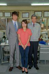 NHK名古屋放送局で撮影が進むドラマ『マチ工場のオンナ』出演者(左から)永井大、内山理名、舘ひろし(C)NHK