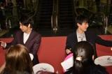 映画『斉木楠雄のΨ難(サイなん)』完成披露試写会のピンクカーペットイベントに出席した(左から)賀来賢人、吉沢亮
