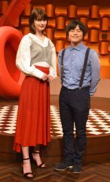 日本テレビ『バズリズム02』初回収録後囲み取材に出席した(左から)マギー、バカリズム (C)ORICON NewS inc.