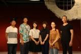 BSプレミアムで来年1月に放送される兵庫発地域ドラマ『あったまるユートピア』(左から)脚本の渡部亮平氏、渡部豪太、堀春菜、倉科カナ、アヤカ・ウィルソン、ダンス指導の小尻健太氏(正しくは「尻」の九が丸)(C)NHK