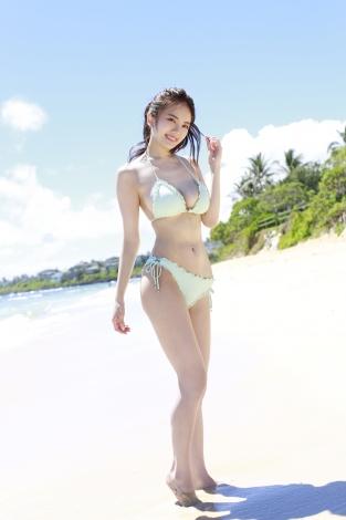 伊東紗冶子1st写真集『SAYAKO』誌面カット (C)佐藤佑一/週刊プレイボーイ