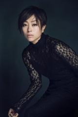 宇多田ヒカルがデビュー20年目の記念日に初の歌詞集を発売