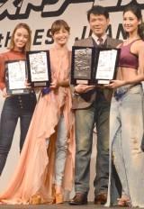 第34回『ベストジーニスト2017』授賞式に出席した(左から)滝沢カレン、梨花、別所哲也、菜々緒 (C)ORICON NewS inc.