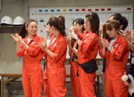 舞台『うんちゃん2』のゲネプロ&囲み取材に参加した酒井法子(左) (C)ORICON NewS inc.