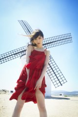 1st写真集『パレット』を発売する乃木坂46・若月佑美(C)桑島智輝/週刊ヤングジャンプ