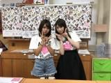 沖縄・TSUTAYA 美里店でお渡し会を行った(左から)宮里莉羅(AKB48)、吉田朱里(NMB48)