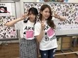 青森・TSUTAYA 弘前店でお渡し会を行った(左から)奈良未遥(NGT48)、茂木忍(AKB48)