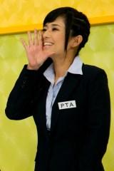 メンバーの保護者役「PTA」として番組に参加する蒼井そら(C)EBISU★MUSCATS PROJECT