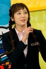 メンバーの保護者役「PTA」として番組に参加する麻美ゆま(C)EBISU★MUSCATS PROJECT