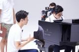 山本彩が歌い、ピアニストの辻井伸行が演奏したJT新CM「ひといきつきながら」オフショット
