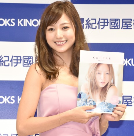 写真集『CHEERS』発売記念イベントを開催した伊藤千晃 (C)ORICON NewS inc.