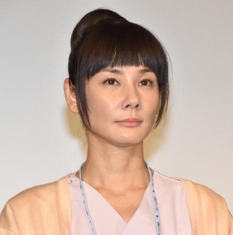 TBS系ドラマ『コウノドリ』舞台あいさつに登壇した吉田羊 (C)