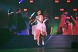 宮脇咲良は演技も交えて欅坂46の「不協和音」を渾身パフォーマンス(C)AKS