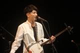三味線を弾きながら、民謡、洋楽カバー、オリジナル曲を歌いこなす木島ユタカ(C)Tsuyoshi.S
