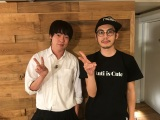 (左から)ウーマンラッシュアワーの村本大輔とキングコングの西野亮廣(C)AbemaTV