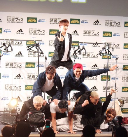 組体操のピラミッドを披露=『試着フェス〜adidas fitting festival with GENERATIONS〜』新TVCM発表イベントに出席したGENERATIONS from EXILE TRIBE (C)ORICON NewS inc.