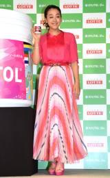 華やかなピンクの衣装で登場 (C)ORICON NewS inc.