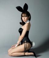 『sweet』カバー写真を公開した小嶋陽菜(画像は本人ツイッターより)