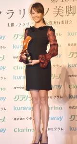 『第15回 クラリーノ美脚大賞2017』でオーバーフォーティー部門を受賞した観月ありさ (C)ORICON NewS inc.