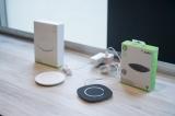 新型iPhone対応ワイヤレス充電器「Boost↑Up Qi Wireless Charging Pad」(写真右が5W)