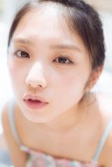 乃木坂46・与田祐希の1st写真集『日向の温度』セブンネット版表紙カット