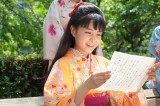 藤吉から届いた手紙を読んで笑顔になるてん(C)NHK