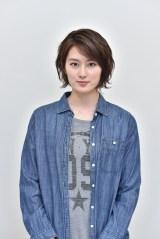 日本テレビ系連続ドラマ『今からあなたを脅迫します』第2話(10月29日放送)に出演する高月彩良 (C)日本テレビ