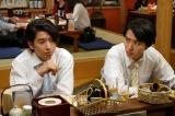 「こはぜ屋」社長の息子・宮沢大地(右/山崎賢人)と同級生・広樹(左/緒形敦)(C)TBS