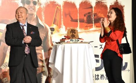 平野ノラの誕生日をお祝い=映画『バリー・シール/アメリカをはめた男』公開直前イベント (C)ORICON NewS inc.
