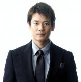 唐沢寿明が謎のレーシングスーツの男役で出演