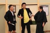 10月18日放送、フジテレビ系『おじゃMAP!!』香取慎吾(中央)が萩本欽一(右)と『欽ドン!』コントに挑戦。ザキヤマディレクター(左)も飛び入り参加(C)フジテレビ