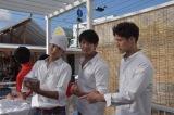 神奈川・逗子市にオープンした日本テレビ主催の海の家『日テレRESORT seazoo 2017』一日店長として接客するSOLIDEMO