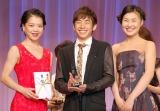 『第2回ベストエンゲージメント2014』表彰式に出席した(左から) 鈴木明子、織田信成、村上佳菜子 (C)ORICON NewS inc.