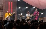11月2日放送『SONGS』でライブパフォーマンスを披露するSHISHAMO(C)NHK