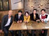 サンバリュ『女心がわかる男 わからない男』に出演する(左から)小峠英二、バカリズム、辺見えみり、武田真治、渡辺裕太(C)日本テレビ