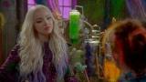 ディズニー・チャンネルで10月21日に日本初放送されるテレビ映画『ディセンダント2』主人公であるマレフィセントの娘マルのヘアスタイルに注目(C)Disney